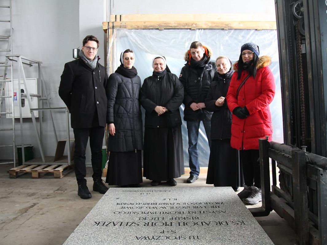 Невдовзі плиту освятять і встановлять у луцькому кафедральному соборі / monitor-press.com