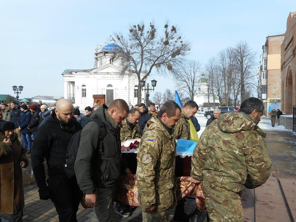 Клирики Нежинской епархии совершили отпевание погибшего украинского воина / news.church.ua