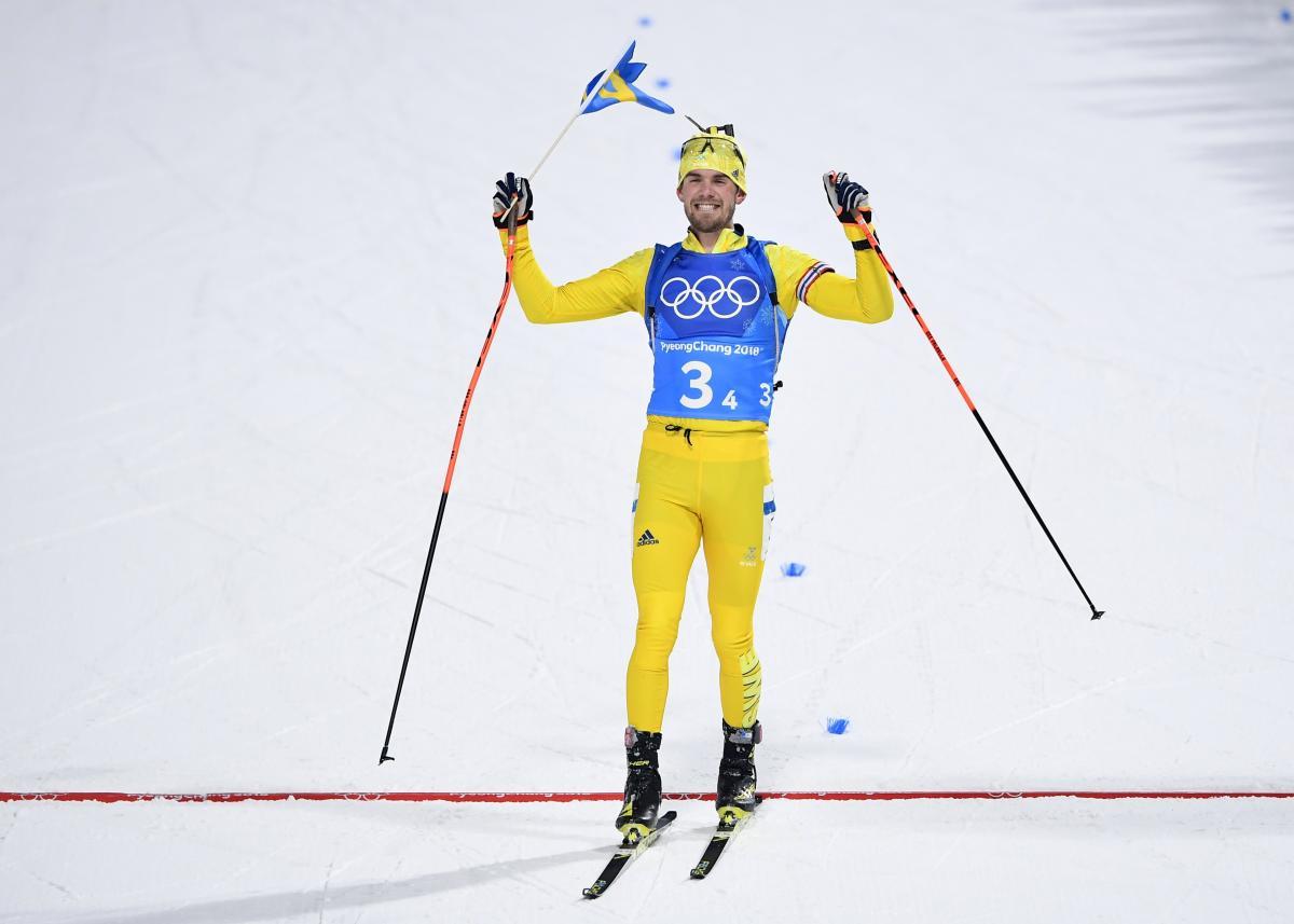 Шведы выиграли мужскую эстафету в биатлоне / Reuters