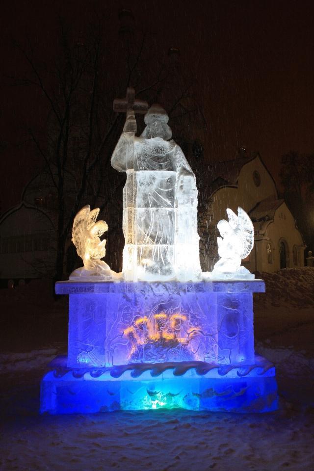 Памятник святому князю Владимиру ночью / martyr.ru