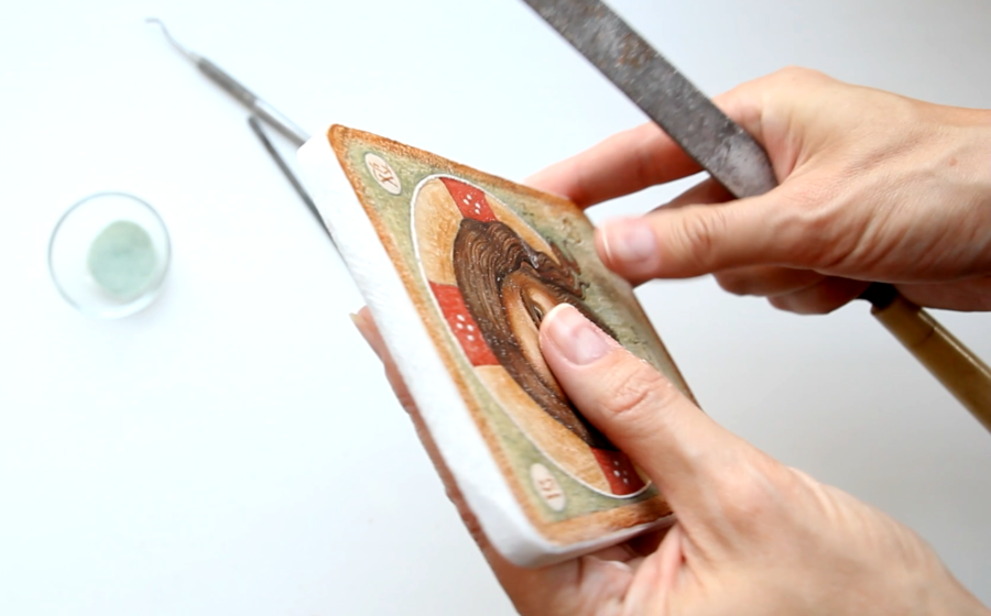 У камені Олена Гордон створила галерею святих образів / minsknews.by