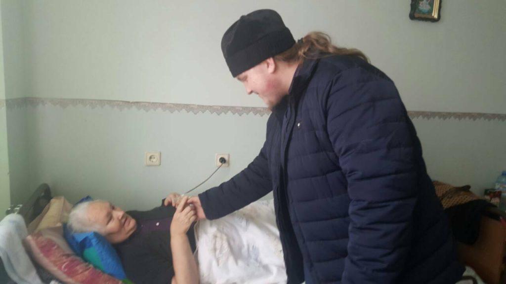 Ченці відвідали всі відділення лікарні / m-church.org.ua