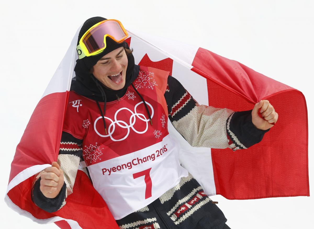 Канадский сноубордист Тутан ыиграл мужские соревнования Игр в биг-эйре / Reuters