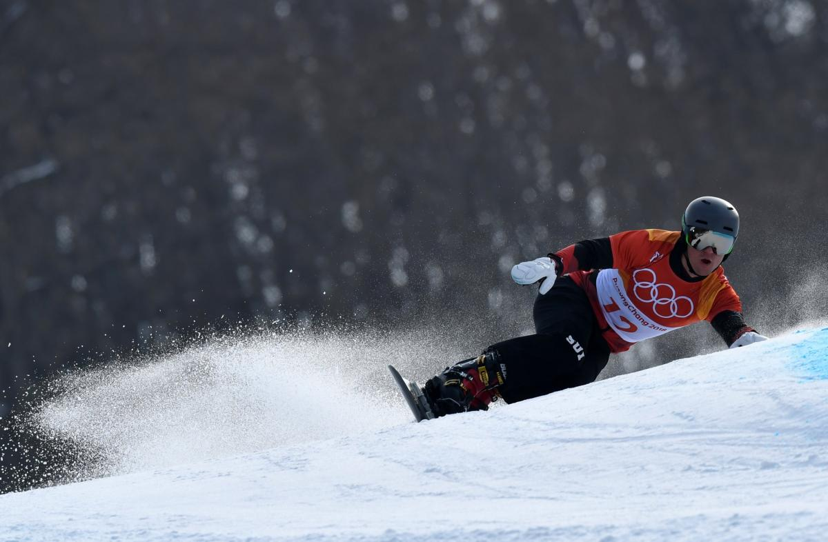 Швейцарец Гальмиани выиграл золото в сноуборде Игр / Reuters
