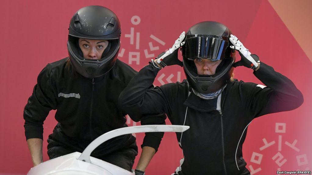 Надежда Сергеева (справа) на Олимпиаде в Пхёнчхане / Радио Свобода