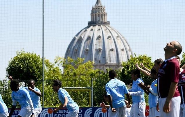 Перерыв между выходами на поле футболисты будут посвящать общей молитве / radiovaticana.va
