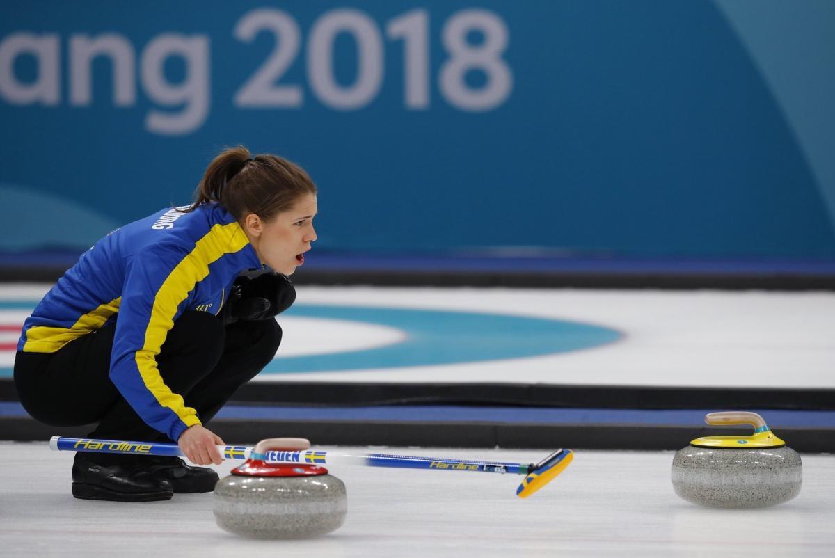 Сборная Швеции - олимпийский чемпион 2018 года в керлинге / REUTERS