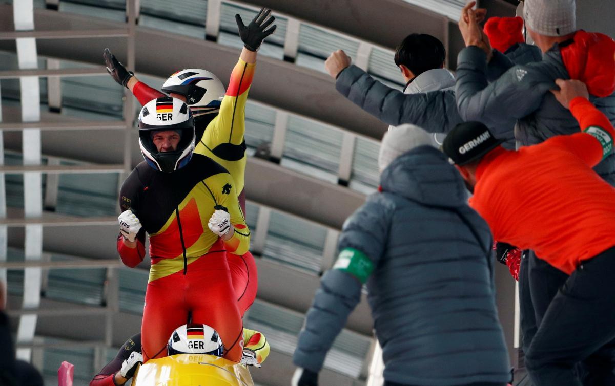 Німецькі бобслеїсти принесли своїй країні 14-е золото і перше місце в медальному заліку Ігор / Reuters