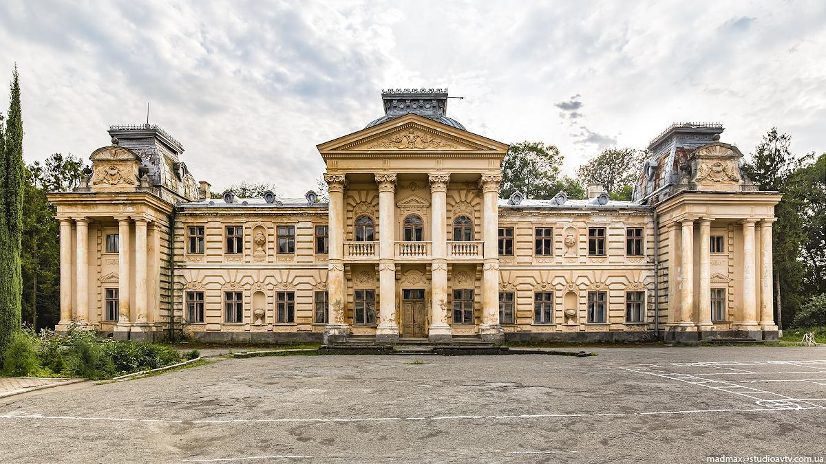Палац Бадені у Коропці був перебудований у 1906 році, він став зменшеною копією цісарського палацу у Відні / Фото: m-a-d-m-a-x.livejournal.com