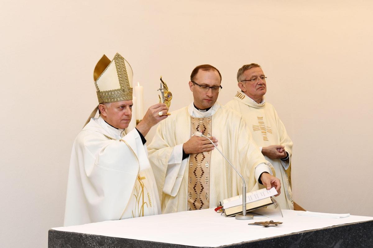 Архиепископ Мечислав рассказал общине о св. Иоанна Павла II, фигура которого в немецком среде не слишком известная / kmc.media