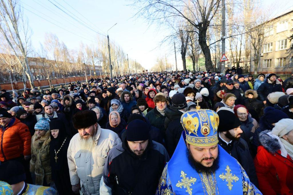 У Хресній ході взяли участь близько восьми тисяч жителів Запоріжжя та області / hram.zp.ua