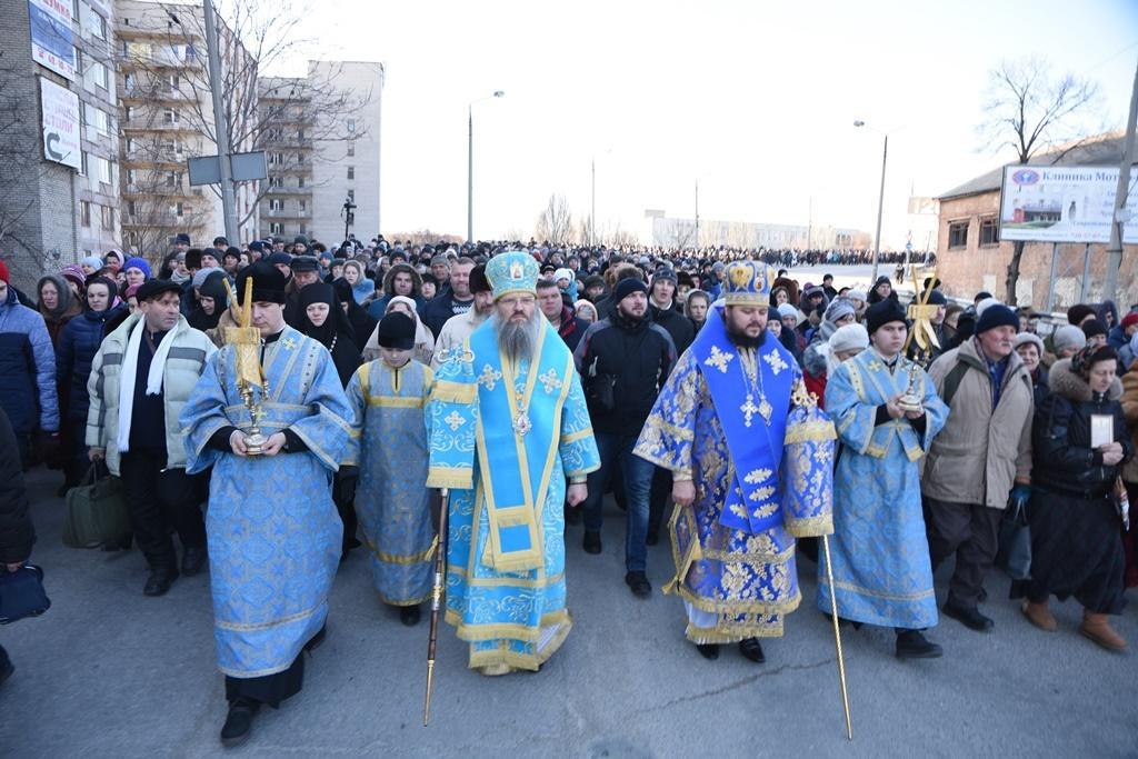 Митрополит Запорожский и Мелитопольский Лука возглавил шествие в честь Торжества Православия