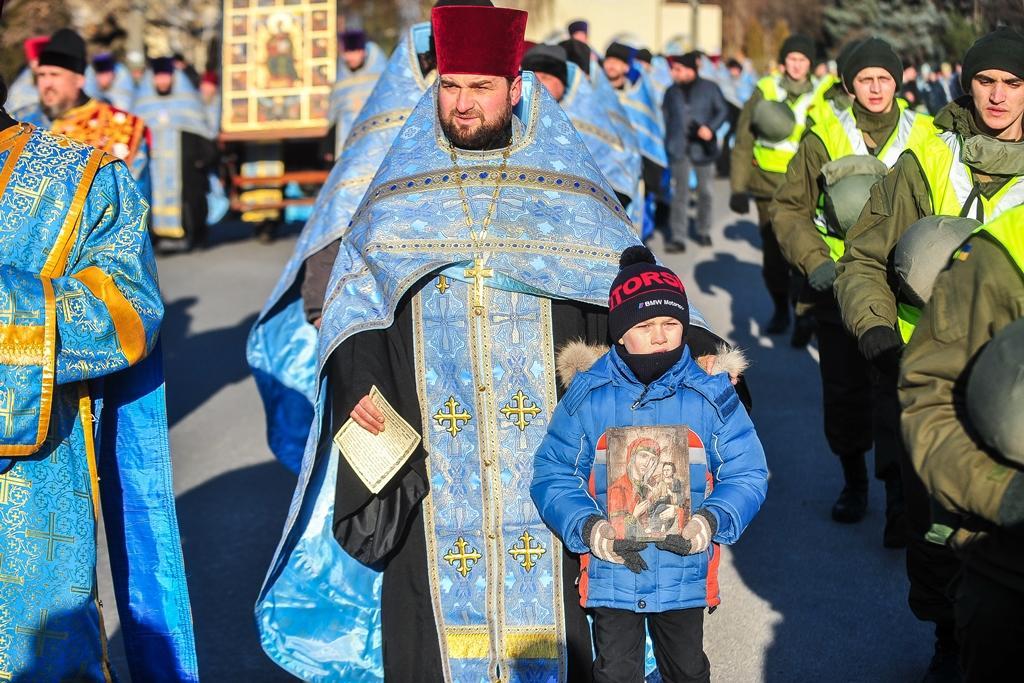 Праздничная процессия прошла по проспекту Машиностроителей к Покровскому архиерейскому собору / hram.zp.ua
