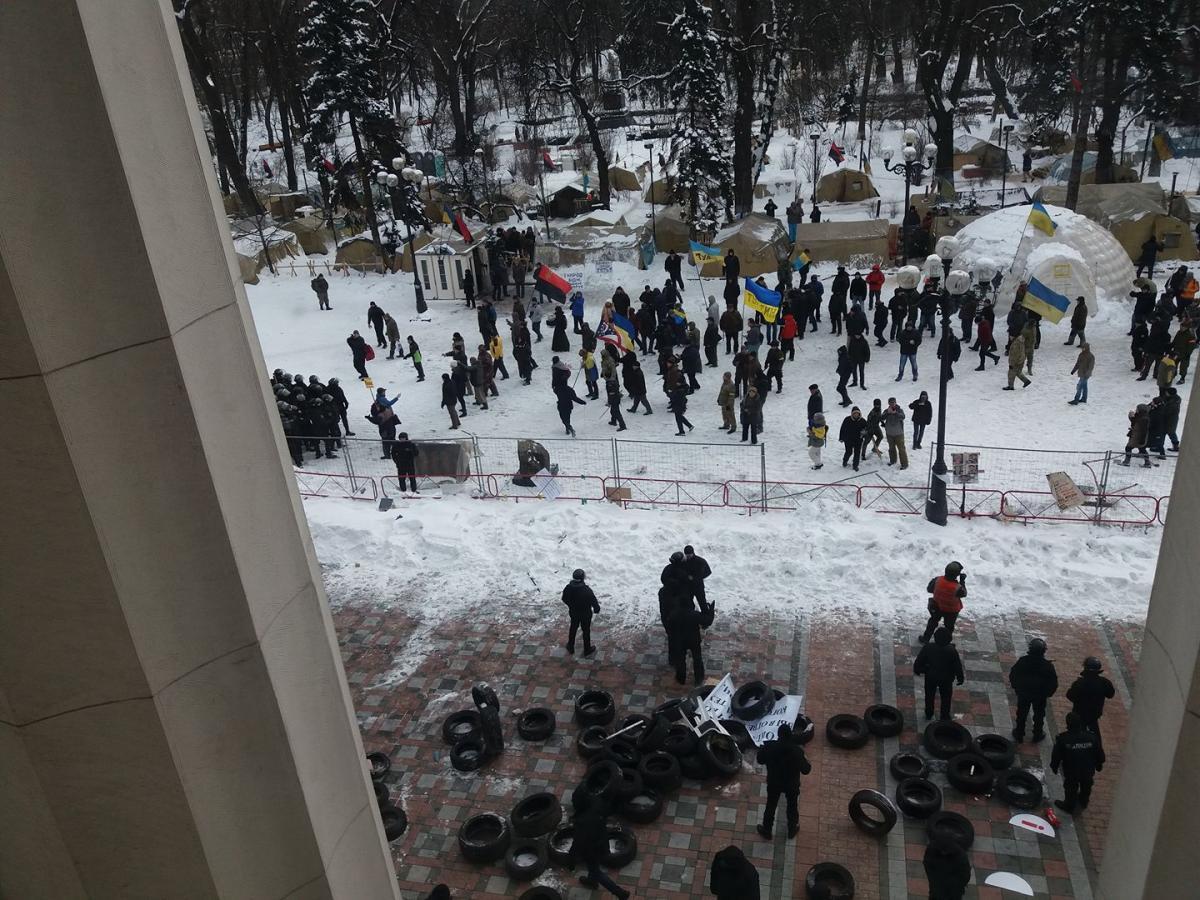 Під Радою сталися сутички / фото facebook.com/gnap.ua