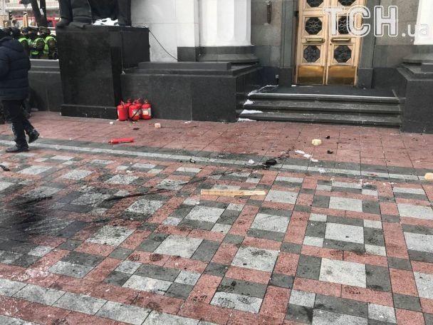 Сегодня возле Рады произошли столкновения / фото ТСН