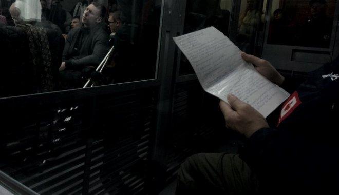 """В суде Дронов пользуется """"шпаргалкой"""" / фото newsroom-kh"""