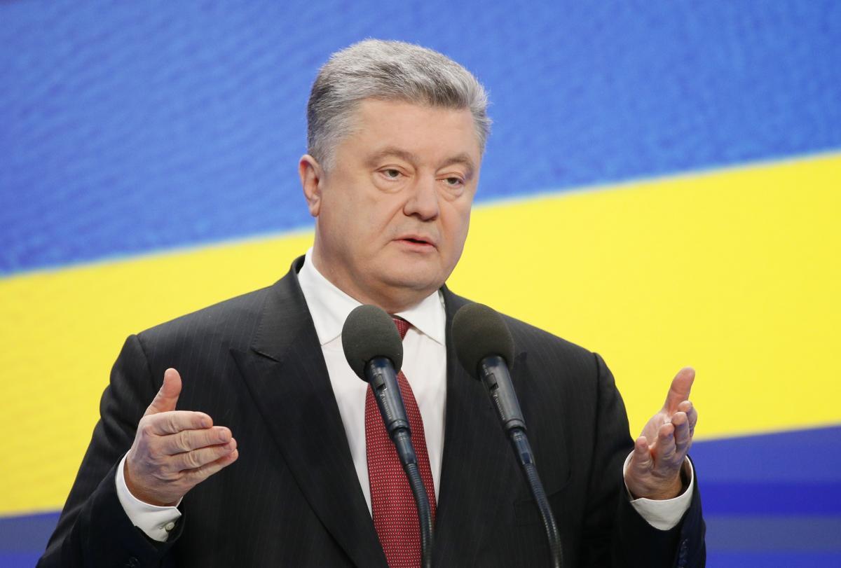 Петр Порошенко во время пресс-конференции 28 февраля  / REUTERS