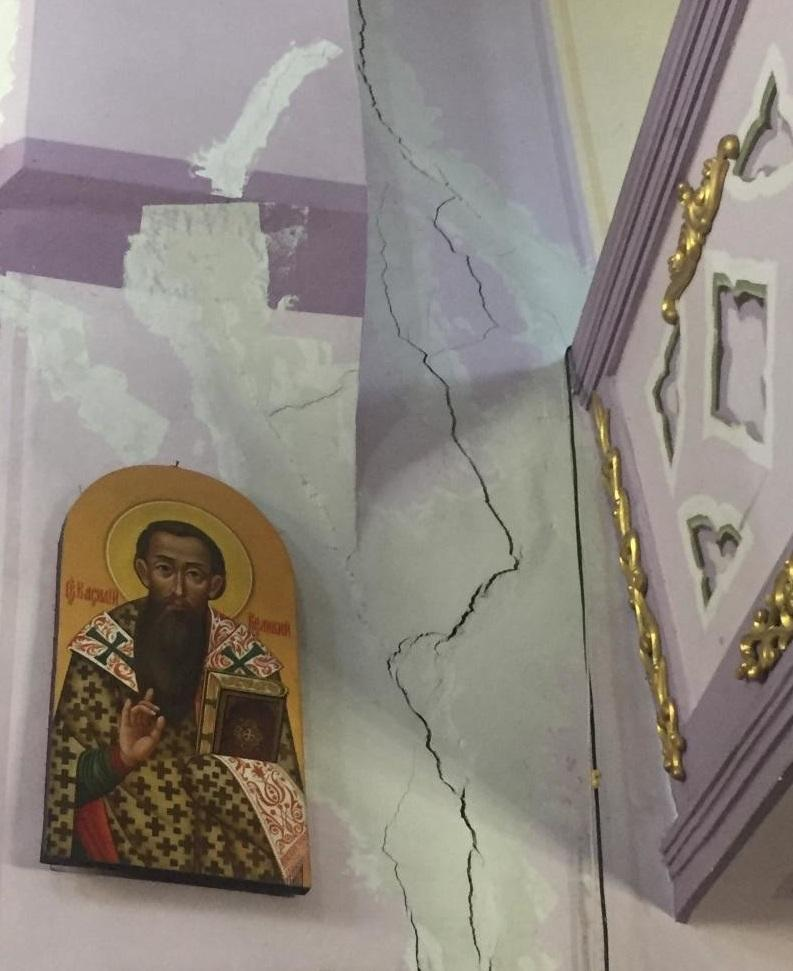Через зсув ґрунту у руйнується храм / city-adm.lviv.ua