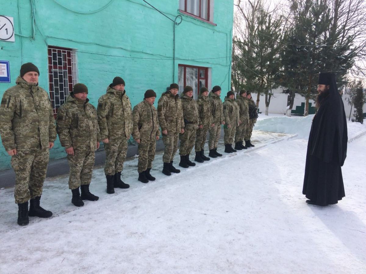 провел духовную беседу с пограничниками / kapelan.org.ua