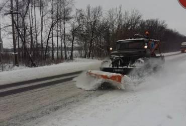 На дороги Житомирщины из-за непогоды вышли более 90 работников дорожных организаций (фото)
