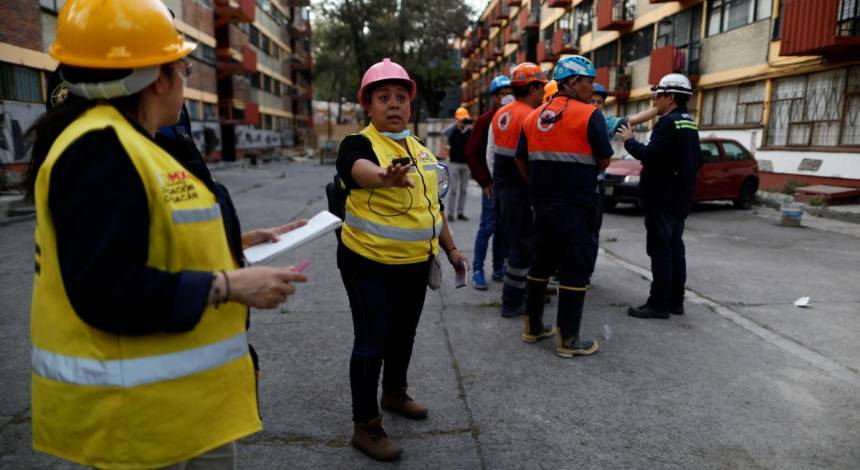 Big Mexico quake cuts power and damages homes, two dead in crash – media