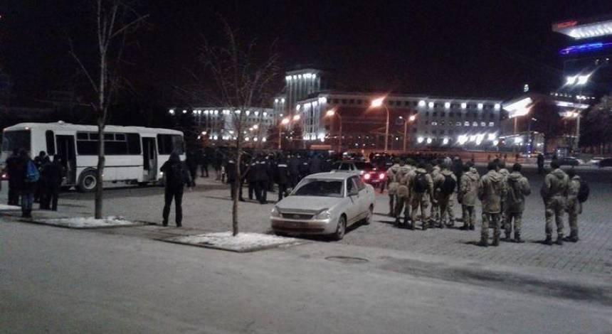 Летіла цегла та піротехніка: у центрі Харкова побилися футбольні ультрас з України та Італії (фото, відео)