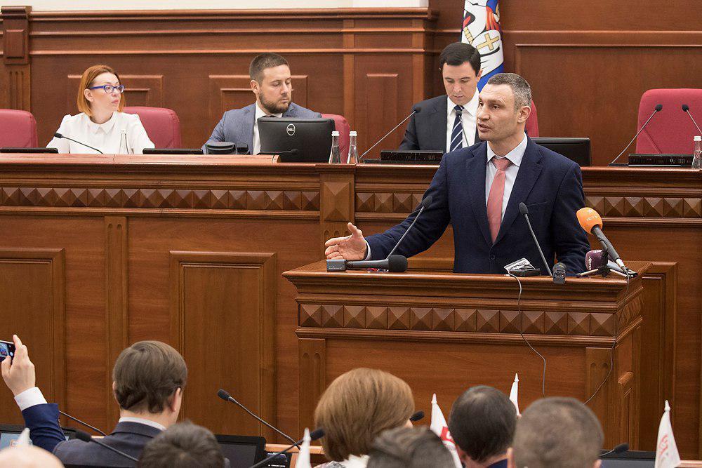 Кличко отметил, что школы столицы получили распоряжение в пятницу и рабочую субботу отменить обучение / фото kiev.klichko.org
