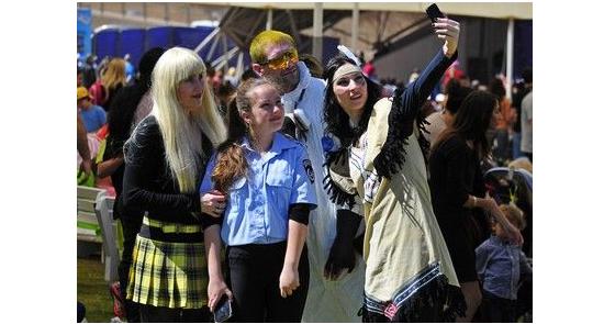 Участники шествия в карнавальных костюмах прошли по центральным улицам городов / 9tv.co.il