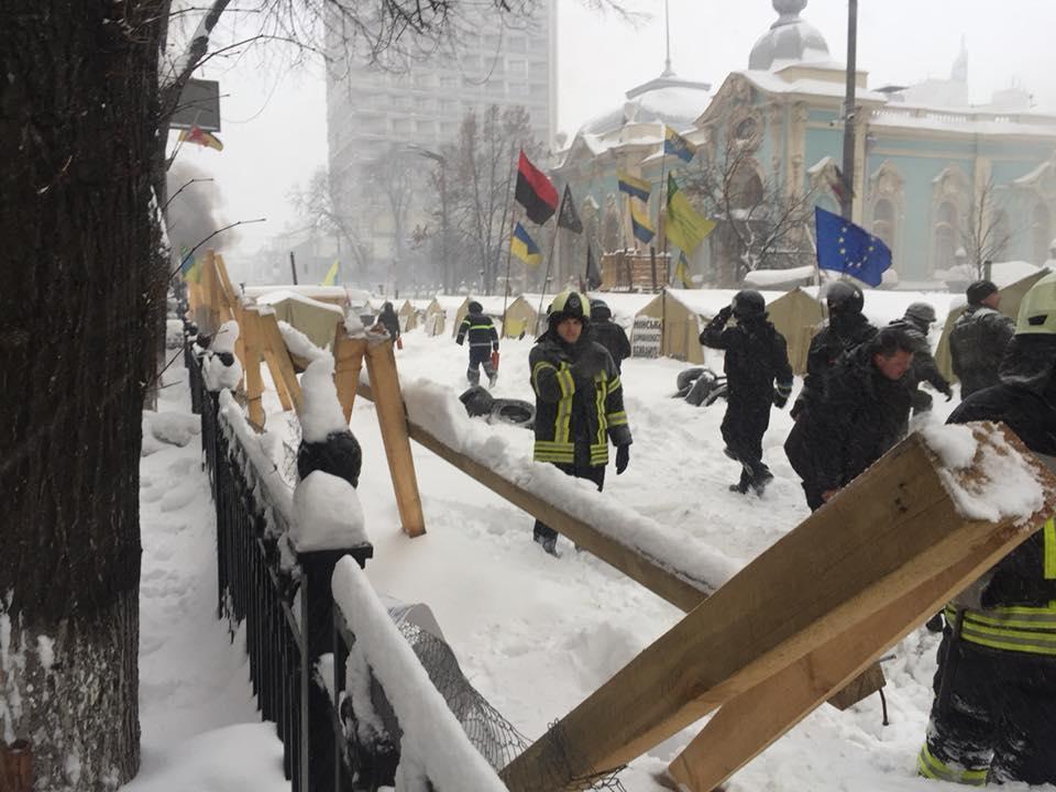 Полицейские приступили к проведению следственных действий в палаточном городке / facebook.com/artem.shevchenko.9