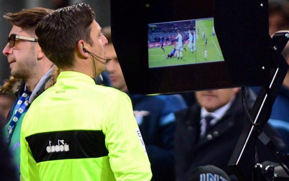 Использование видеоповторов отныне регламентировано правилами футбола / The Sun