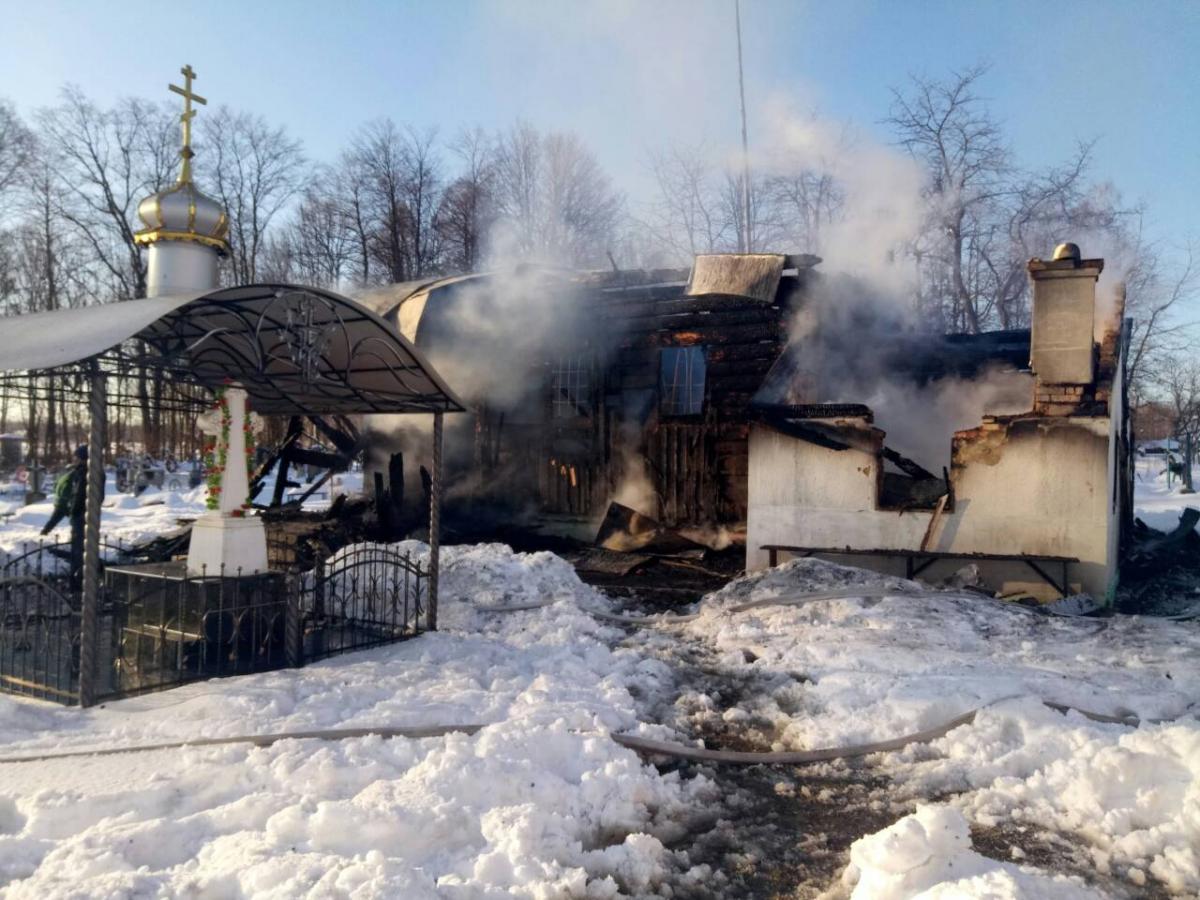 На Буковине сгорела деревянная церковь / dsns.gov.ua