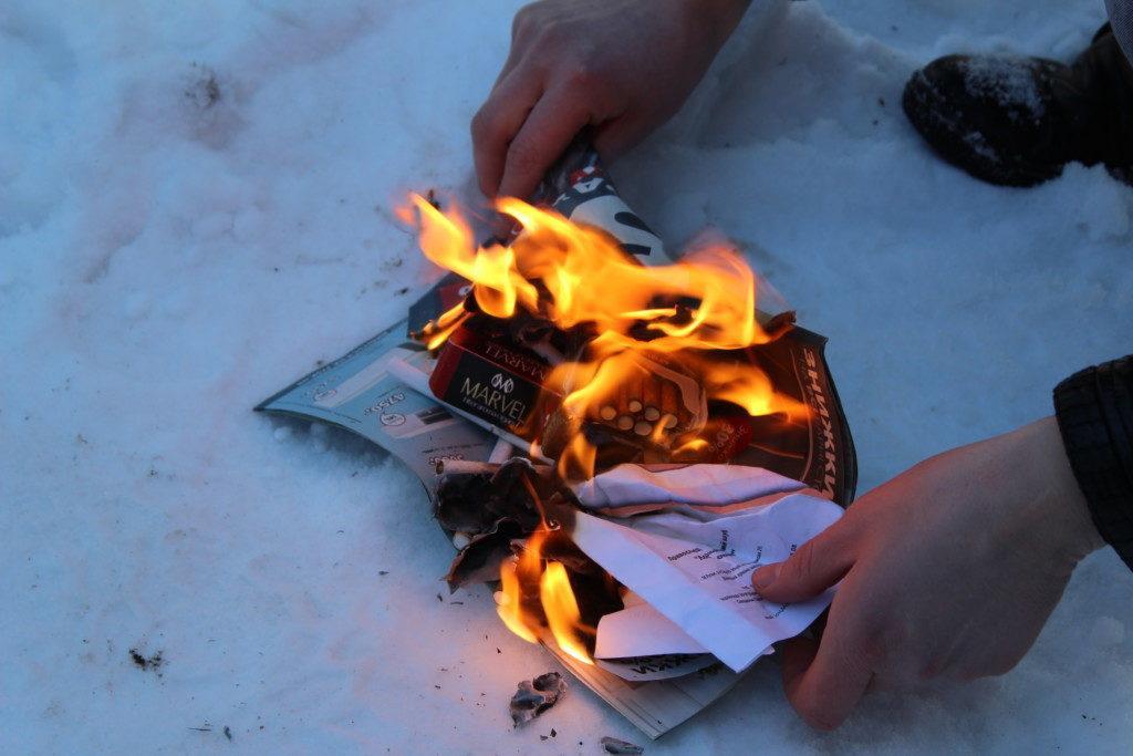 Собранные в ходе акции сигареты были сожжены / volyn.church.ua