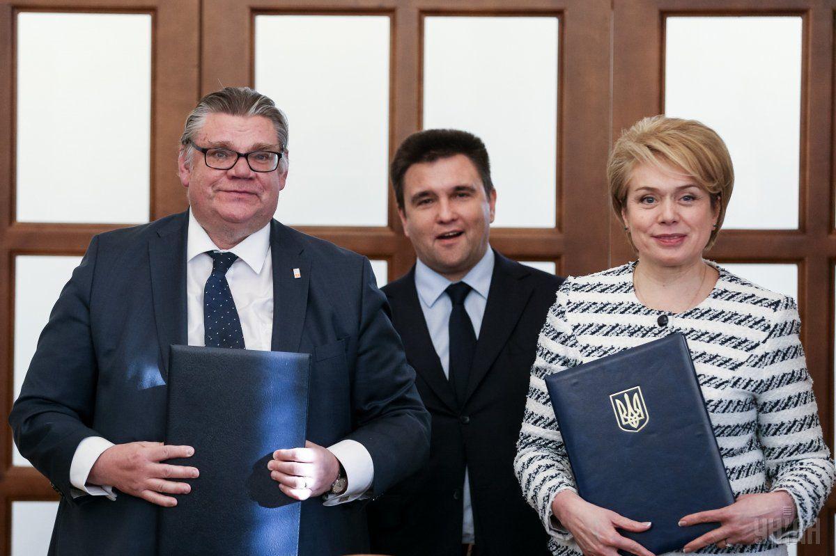 Сойни и Гриневич подписали двустороннее соглашение о сотрудничестве в сфере образования / фото УНИАН
