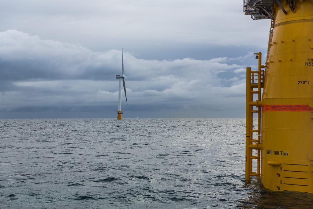 В состав плавучей электростанции Hywind входят пять ветрогенераторов / фото Øyvind Gravås / Statoil
