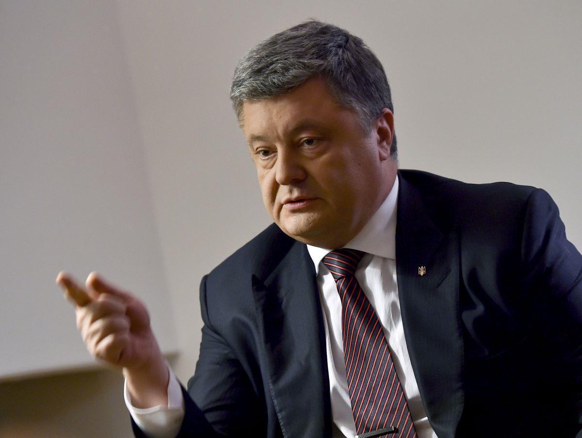 Порошенко заявив, що такі люди працюють на агресора / фото president.gov.ua