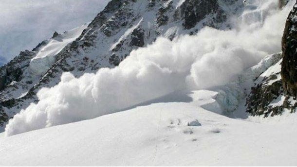 Спасателипрекратилипоиски пропавшего лыжника из-за сохраняющейся лавиноопасной ситуации / 24tv.ua