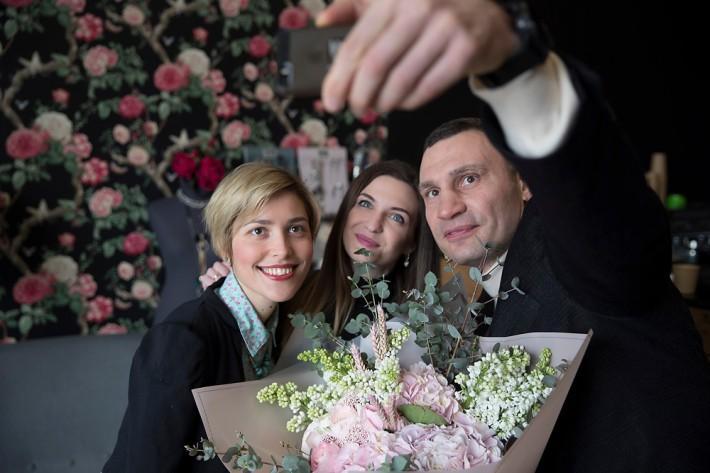 В видеоприветствии мэра показаны женщины разного возраста и профессий / фото kiev.klichko.org