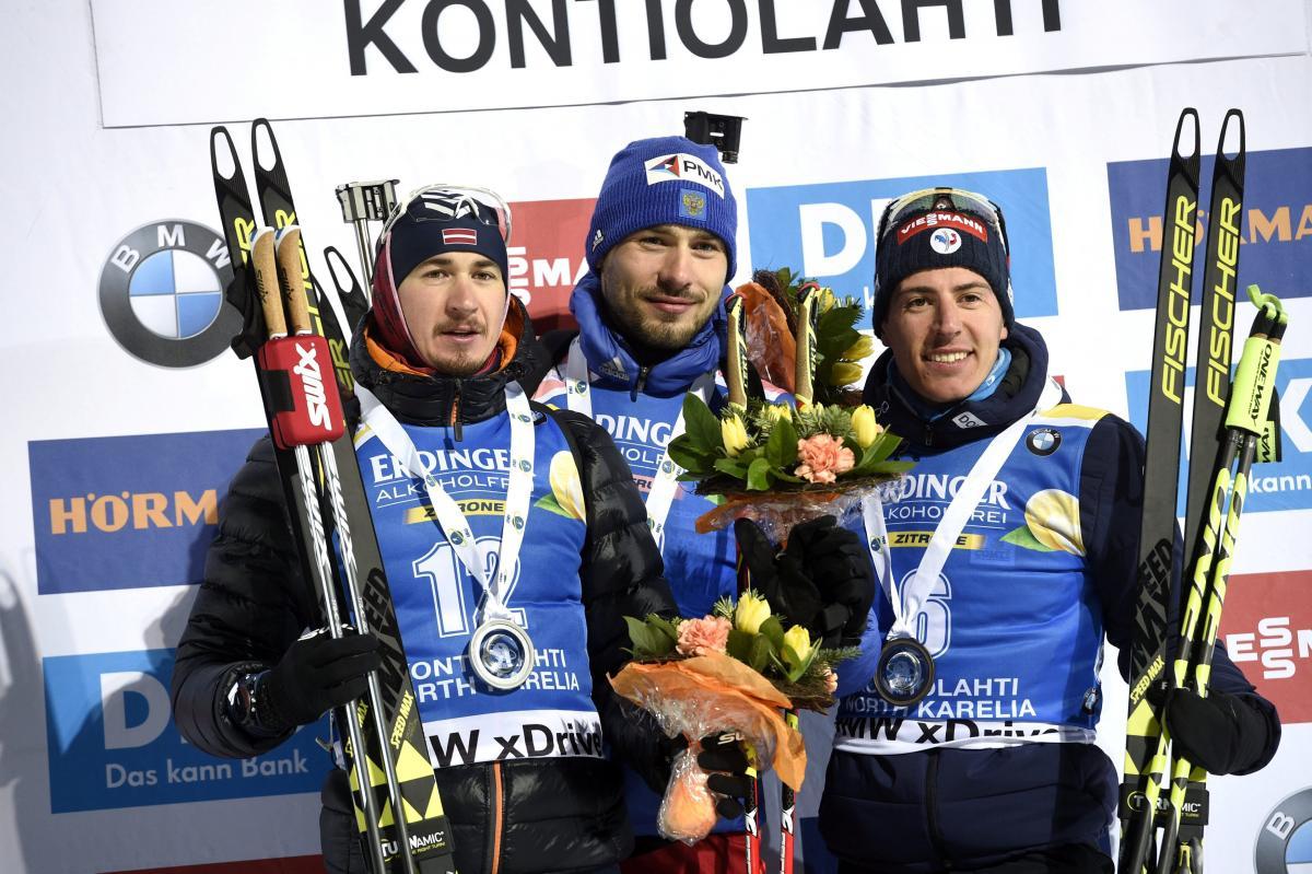 Антон Шипулин (в центре) победил на этапе Кубка мира / REUTERS