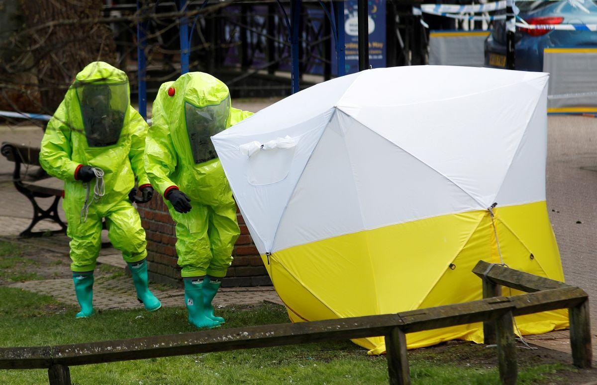 Новичок - министр обороны Британии заявил, что россияне могут убить тысячи людей химической атакой / REUTERS