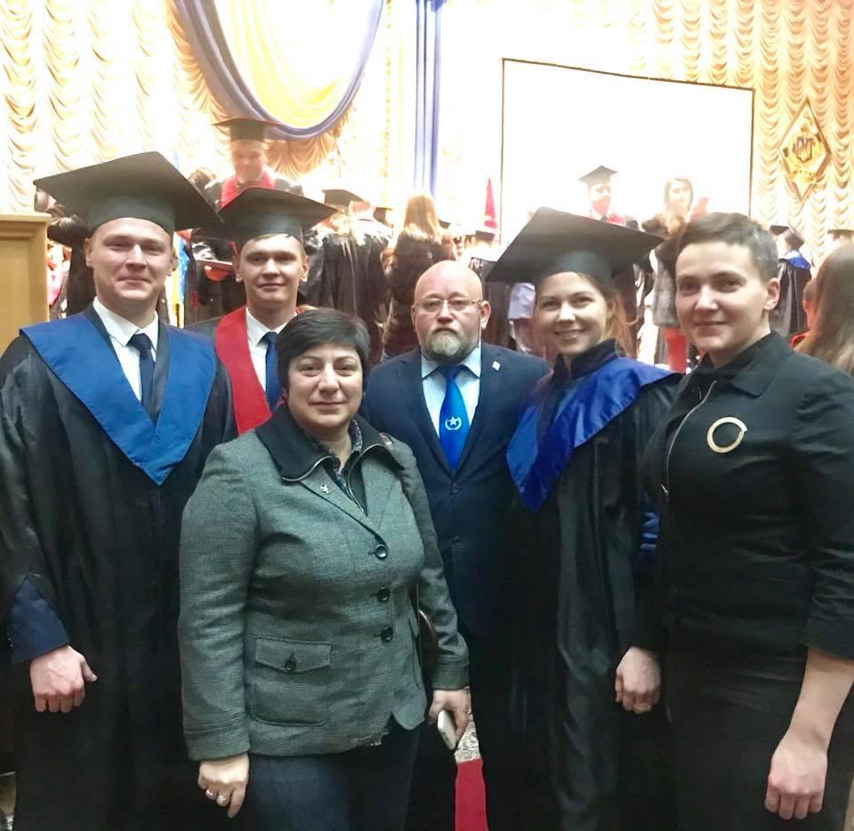 Рубан, Мезенцев та сестри Савченко на випускному / Facebook, Володимир Рубан