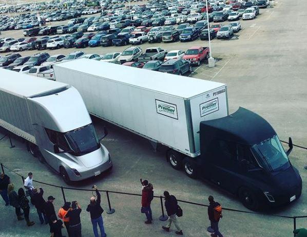 Ілон Маск розповів про першій доставці, здійсненої вантажівками Tesla / Instagram, elonmusk