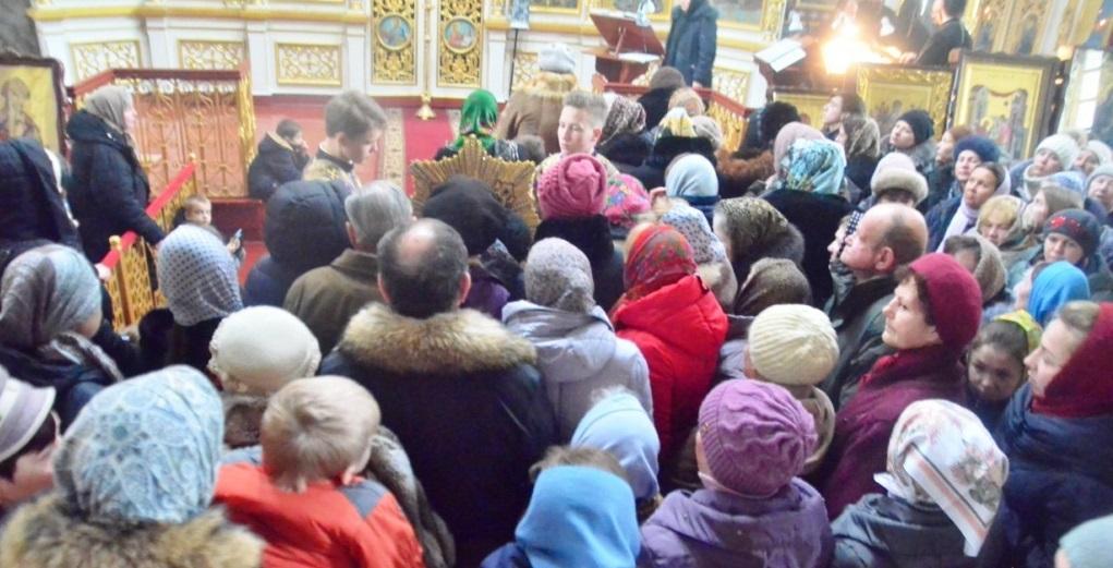 Віруючі підносили свої прохання до Бога, Пресвятої Богородиці та всіх святих / orthodox-kr.org.ua