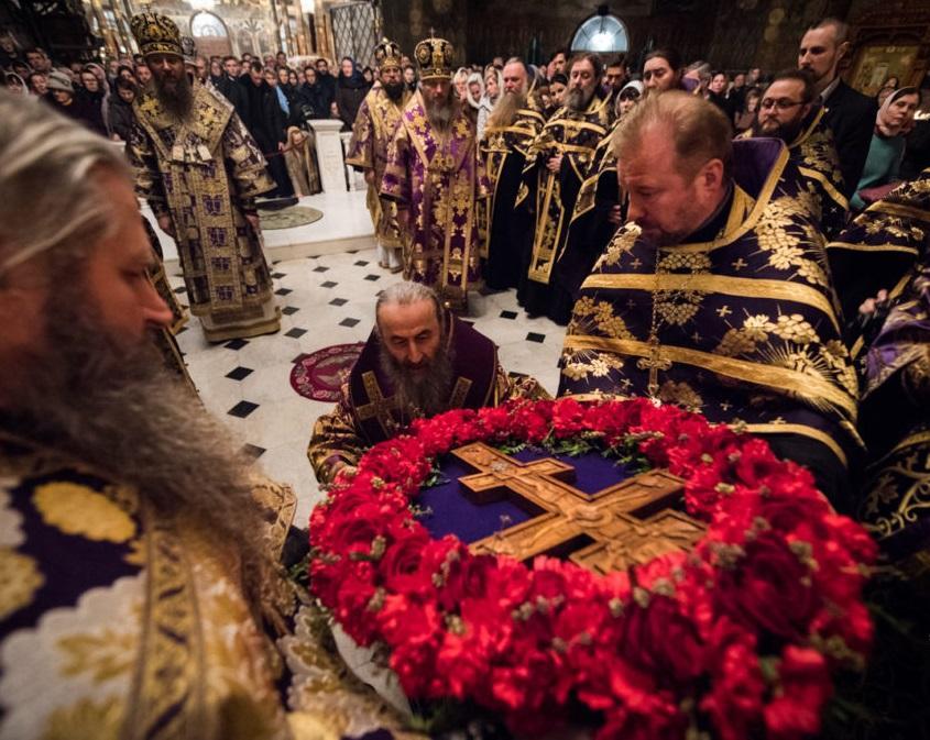 Хрест для поклоніння залишатиметься у храмі у наступні дні / news.church.ua