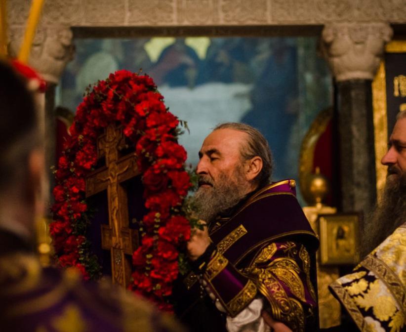 Предстоятель виніс на середину храму Хрест для поклоніння / news.church.ua