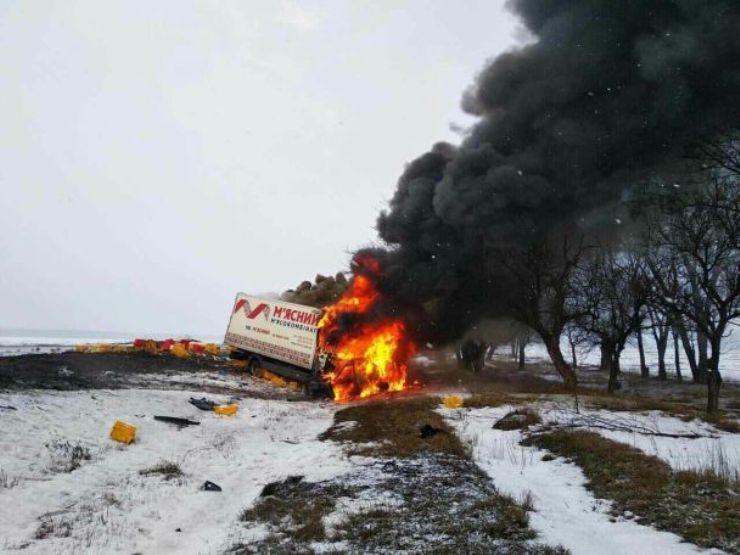 Обе машины были уничтожены огнем / фото ГСЧС в Днепропетровской области