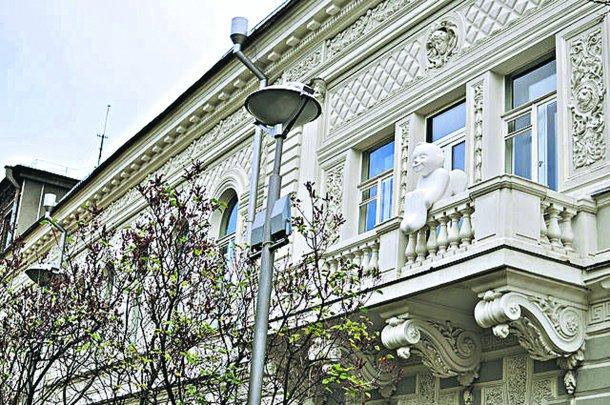 Ангел прикрашав балкон з 2015 року / фото museumshevchenko.org.ua