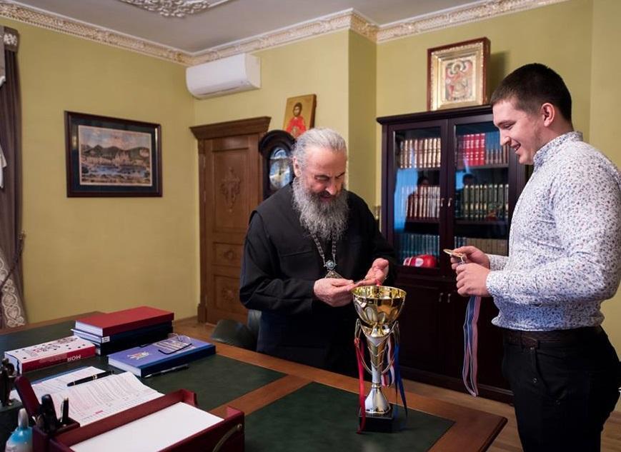 Митрополит Онуфрій зустрівся з чемпіоном із гирьового спорту / Центр інформації УПЦ