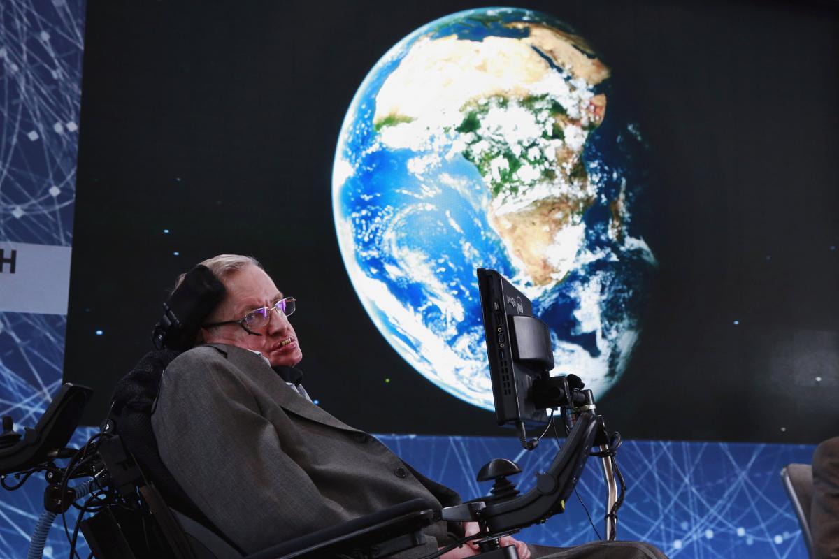 Хокинг на публичном мероприятии в апреле 2016 года / REUTERS/Lucas Jackson/File Photo
