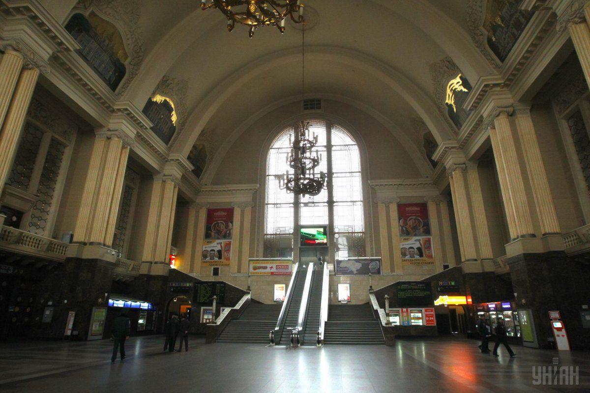 Нынешние эскалаторы были установлены в 2001 году во время реконструкции вокзала / фото УНИАН