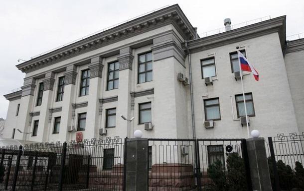Активисты установили инсталляцию у посольства РФ \ КиевВласть